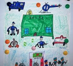 Импровизирана детска изложба радва служители и посетители на сградата на ОД на МВР Пазарджик