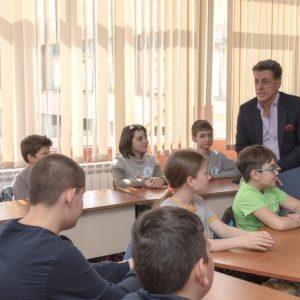 """Кметът на Пазарджик Тодор Попов връчи грамота за """"Клас на месеца"""" на IV """"Б"""" клас от ОУ """"Св. Климент Охридски"""""""