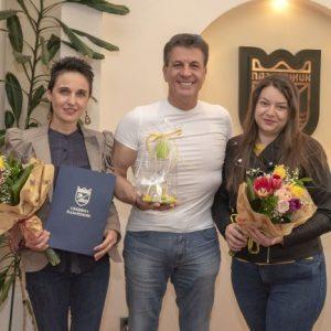 Кметът Тодор Попов подкрепи инициативата на Движение на българските майки и им връчи грамота и дарение