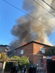Къща се запали в град Пещера