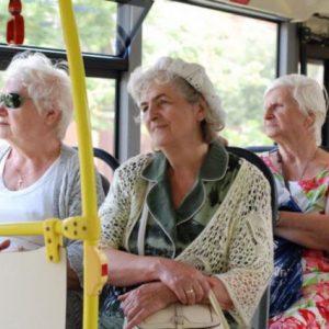 От понеделник преиздават картите на пенсионерите за тролеите