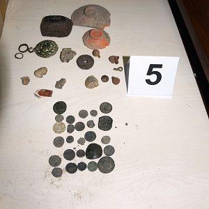 Откриха наркотици и исторически ценности в Радилово