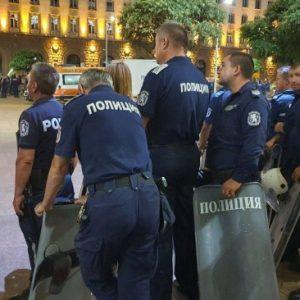 Полицаи от Пазарджик пазят обществения ред в София