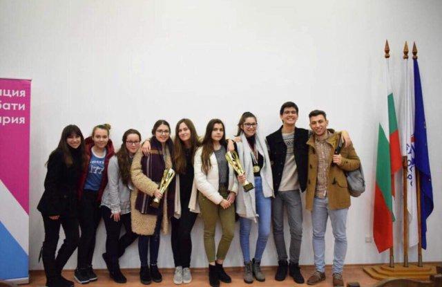 Наши ученици с награди от Национален дебатьорски форум
