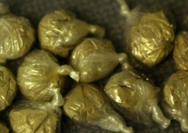 Иззеха 32 топчета хероин, амфетамин и марихуана