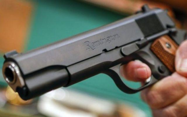 Квартирант стреля по човек след разпра с хазяйка
