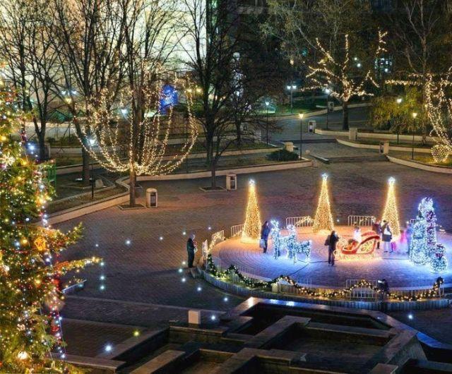 Община Пазарджик подменя коледното осветление