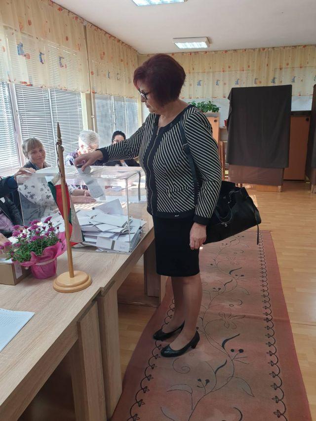 Бойка Маринска и Ларина Тодорова упражниха правото си на глас