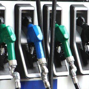 За последните 6 месеца бензинът е поскъпнал средно с 20 стотинки на литър
