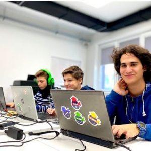 Остават 10 дни да кандидатствате в безплатните ИТ обучения за ученици на Училищна Телерик Академия в Пазарджик