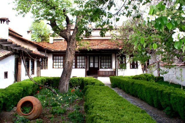 Затварят къщата на Величков заради проект
