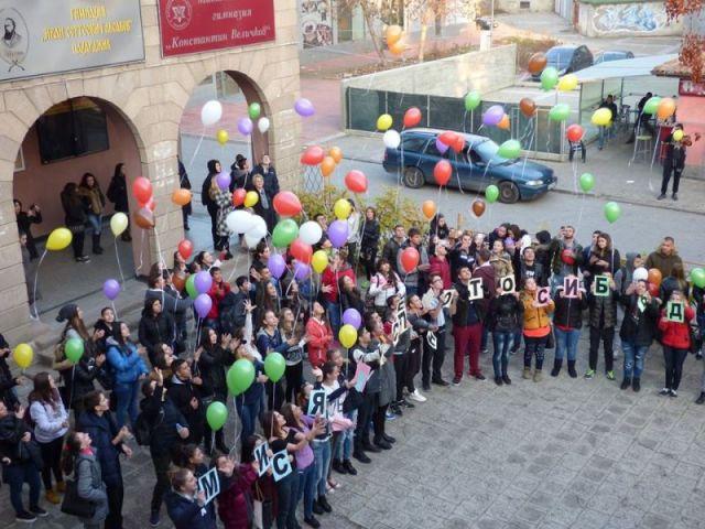 """Гимназия """"Аксаков"""" с проект """"Сто лица – едно училище"""" за интеркултурно образование"""